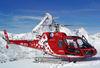 Air Zermatt-Helikopter Bell 429. Im Hintergrund das Matterhorn.