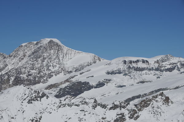With its flat summit, the Alphubel has an atypical form for a mountain, compared with neighbouring peaks.