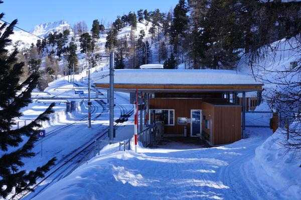 Von der Station Riffelalp aus können schöne Winterwanderungen unternommen werden.