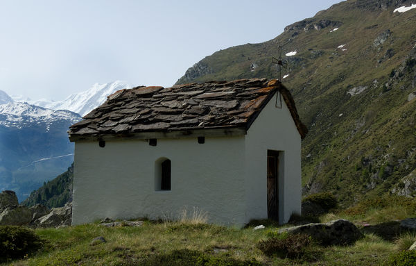 Schlicht und einfach: das Bethäuschen beim Hotel du Trift, oberhalb von Zermatt. Das Gebiet ist nur zu Fuss erreichbar.