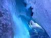 Ausnahmsweise gefahrlos zu erkunden: die Gletscherspalte im Zermatter Gletscherpalast.