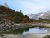 Der Grünsee oberhalb von Zermatt: idyllisch gelegen, mit Teilsicht auf das Matterhorn (oben links).