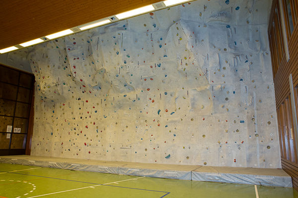 Triftbachhalle Zermatt: Kletterwand mit allen Schwierigkeitsgraden.
