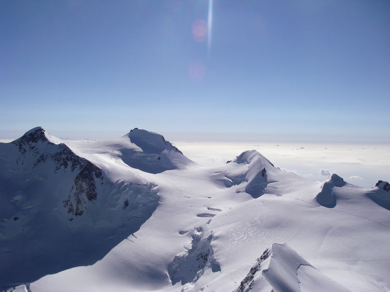 The Ludwigshöhe is one of the 4,000-metre peaks of the Monte Rosa massif (second summit from the right).