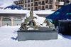 Murmeltier-Brunnen am Kirchplatz in Zermatt: die Murmeltier-Familie erfreut Einheimische und Gäste.