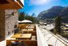 Am Riedweg, oberhalb des Dorfes Zermatt, bieten zahlreiche Restaurant-Terrassen den besten Blick auf das Matterhorn.
