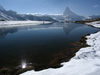 En hiver aussi, le Stellisee charme par son reflet impressionnant du Cervin.