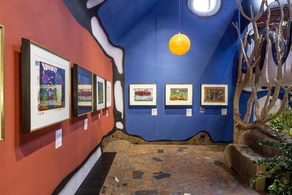 Gemälde des Künstlers Friedensreich Hundertwasser im KunstHausAbensberg
