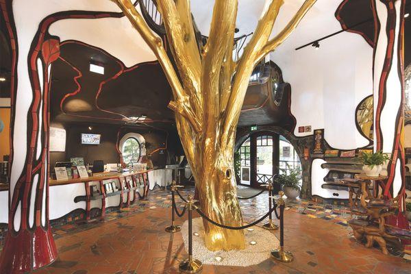 Der goldene Baum im KunstHausAbensberg