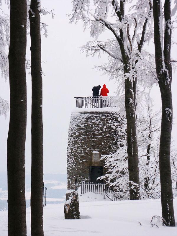 Auch dem Aussichtsturm am Hirschenstein im Bayerischen Wald