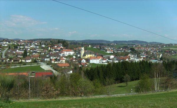 Aicha vorm Wald: Die gemütliche über 1000 Jahre alte Hofmark liegt rund 20 km nordwestlich der vielbesuchten Dreiflüssestadt Passau im reizenden Tal der Großen Ohe.