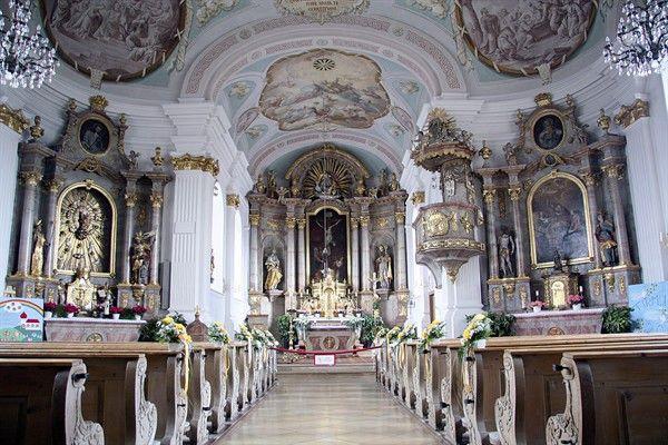 Innenansicht der Kirche St. Nikolaus in Albaching.