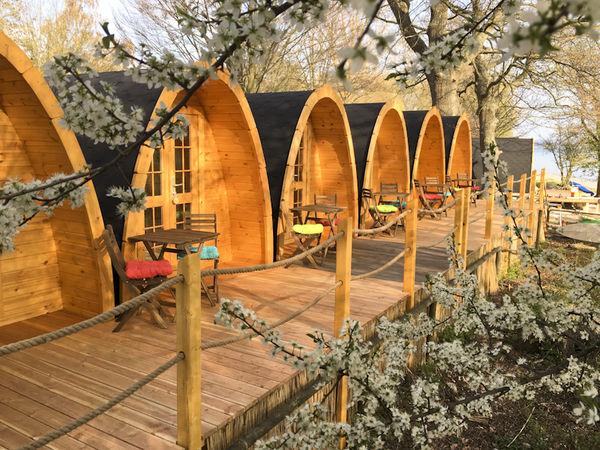 Holzhütten auf dem Allensbacher Campingplatz
