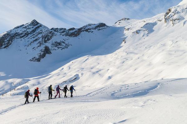 Schneeschuhtour, Rifagio Quarner, Valvarmaglia, Tessin, Gruppe im Schnee