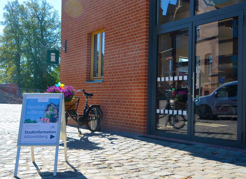 Stadtinformation in Altlandsberg auf dem Gelände des Schlossgutes, Foto: Stephen Ruebsam