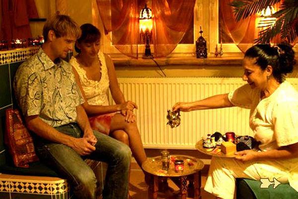 Marokkanische Hamman-Zeremonie mit orientalischem Tee.