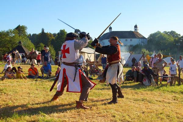 Ritterspiele auf Schloss Amerang.