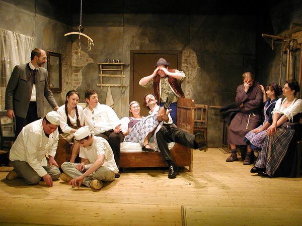 Szene aus dem Volksstück Der Mascara mit der Theatergruppe Arnbruck