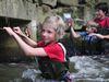 Abenteuer-Tour auf einem gelenkten Weg durch den Fluss am Eisvogelsteig