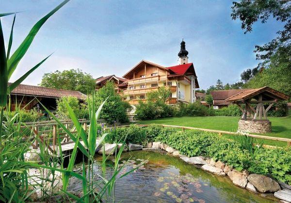 Blick auf das Natur-Wohlfühlhotel Brunner Hof in Arnschwang im Naturpark Oberer Bayerischer Wald