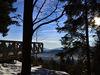 Blick im Winter auf die Aussichtsplattform SKYWALK im Bayerischen Wald