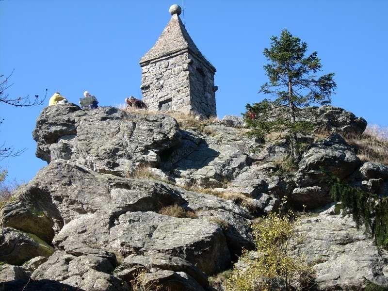 Das Waldschmidt-Denkmal auf dem Großen Riedelstein am Kaitersberg-Bergkamm