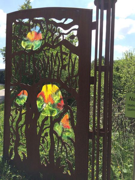 """Regionale Glaskunst am Naturschutzgebiet """"Arracher Moor"""""""