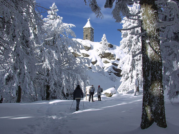 Das Waldschmidtdenkmal am Großen Riedelstein im Winterkleid