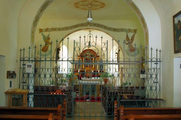 Altarraum im Kolmsteiner Kircherl bei Arrach im Lamer Winkel