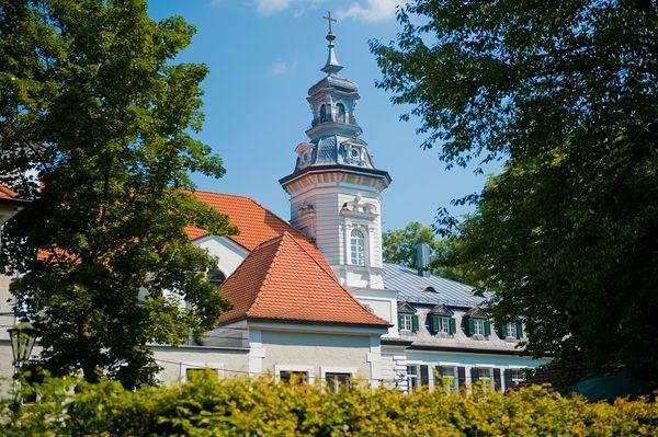 Außenansicht der Schlossbrauerei Au in Au in der Hallertau