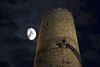 Heinrichsturm im Mondschein