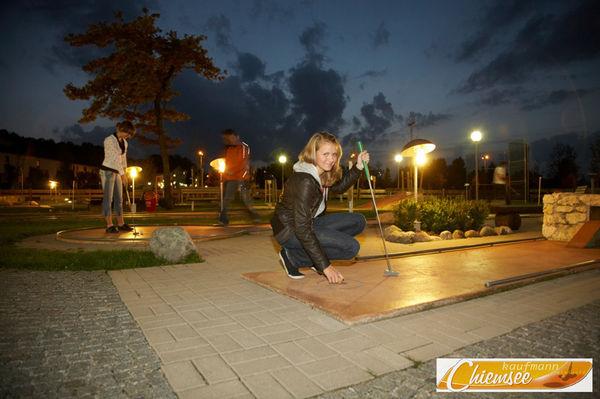 Minigolf bei Nacht