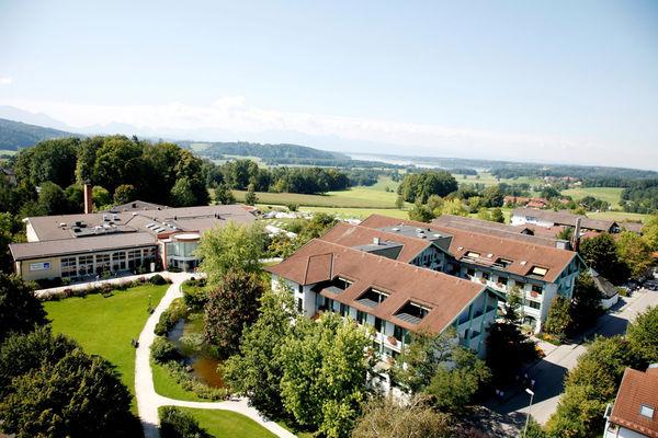 Luftaufnahme der Simssee Klinik in Bad Endorf