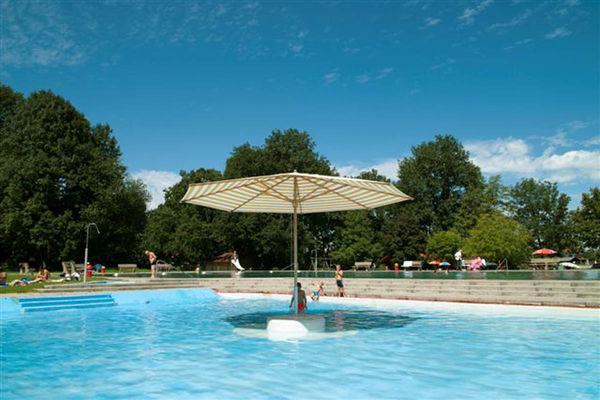 Schwimmbad Au bei Bad Feilnbach.
