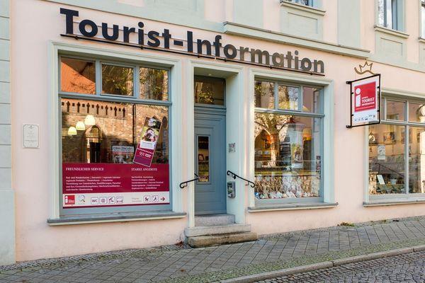 Tourist-Information Bad Freienwalde (Oder) - Freundlicher Service in der TI, Foto: HERREPIXX.DE