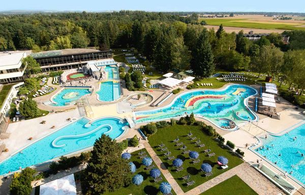 Die Johannesbad Therme in Bad Füssing aus der Luft