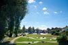 SpielGolf begeistert durch Abwechslung und Bewegung auf naturnahen Golfbahnen.