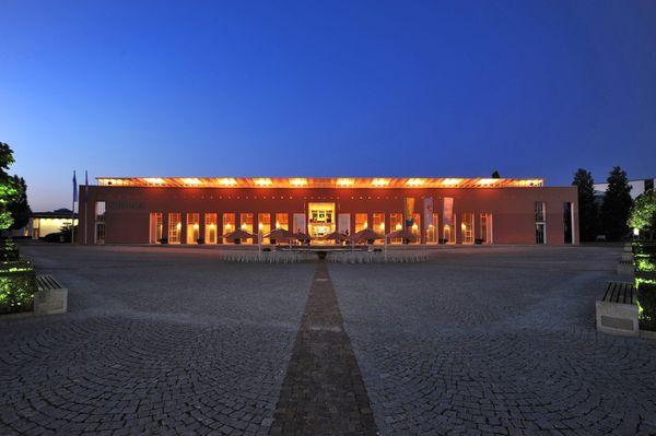 Ein Blickfang für Besucher - das Kurhaus im Stil eines römischen Landsitzes.