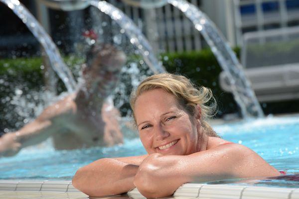 Erfrischend und entspannend zugleich: das Mineral-Thermalwasser der Limes-Therme