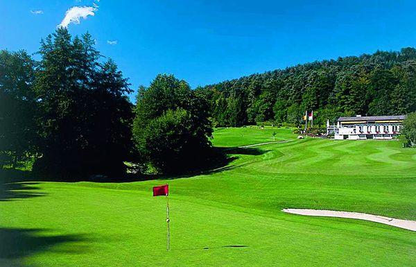 Golfplatz im schönen Bernbachtal.