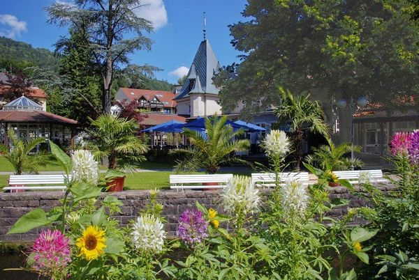 Kurhaus Bad Herrenalb im Sommer