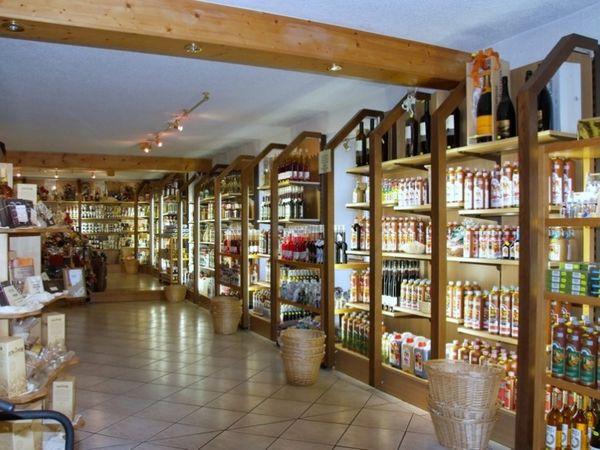 Die Bayerwald-Spezialitäten Bärwurz und Blutwurz finden Sie in der Bayerwald-Bärwurzerei Liebl in Bad Kötzting