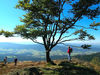 Wanderer an einem Aussichtspunkt auf dem Kaitersberg-Bergkamm