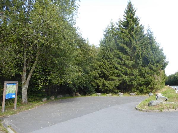 Nähe Leimstruth findet sich der Wanderparkplatz.