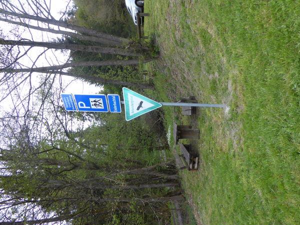 Wanderparkplatz angrenzend ans Naturschutzgebiet.