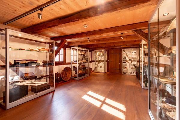 Die sanierten Räume der ehemaligen Hofstelle dienen heute als Ausstellungsort