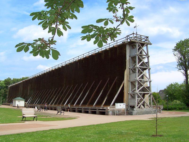 Das Gradierwerk I ist mit 120 Metern das längste Kurpark-Gradierwerk in Nordrhein-Westfalen.