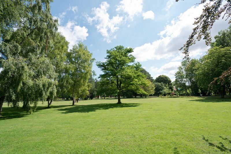 Blick in den Kurpark von Bad Westernkotten.