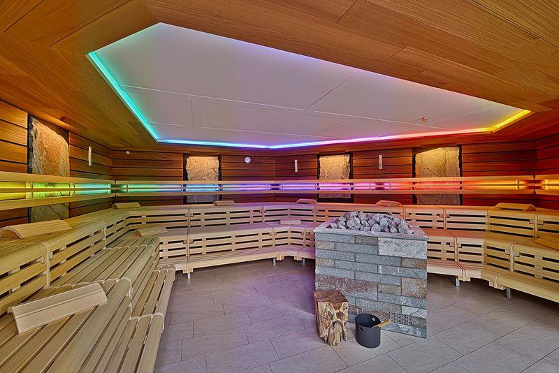 Anröchter Grünsandstein-Sauna (ca. 95 bis 100 Grad) Vor 120 Millionen Jahren entstand der Anröchter Grünsandstein. In dieser Aufguss- Sauna begegnen Sie diesem geschichtsträchtigen Stein.