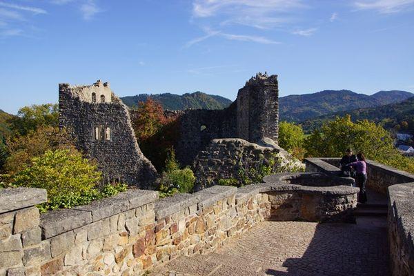 Burg Baden mit Blick zum Schwarzwald